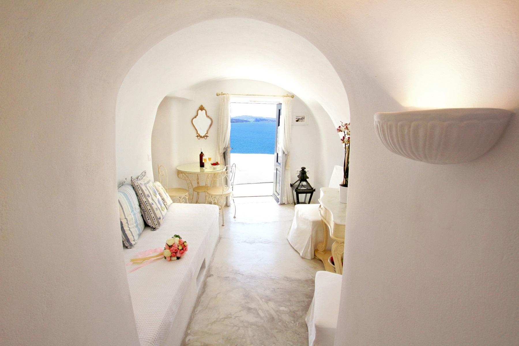 cave suites santorini
